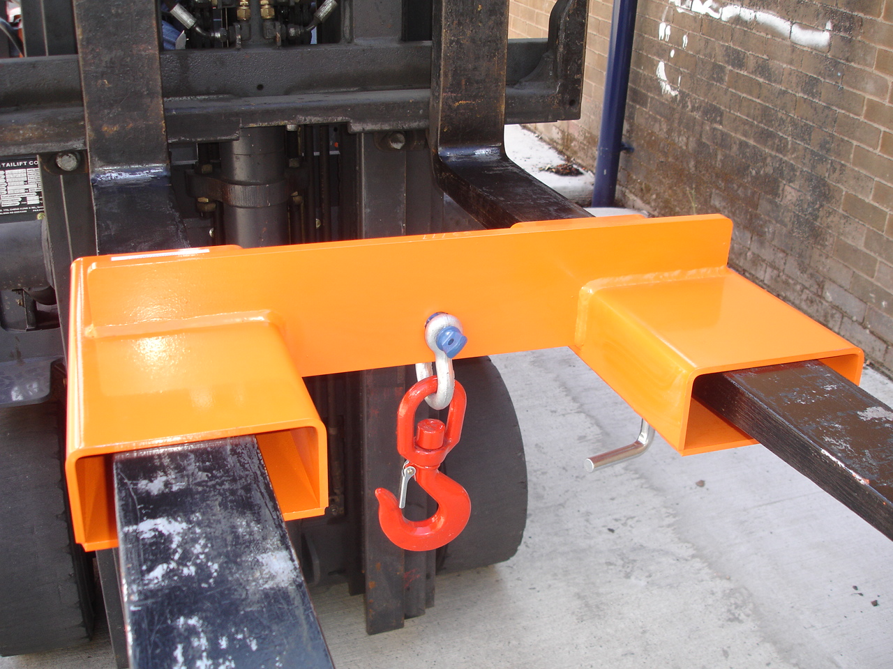 Warrior 4000kg Adjustable Fork Mounted Hook